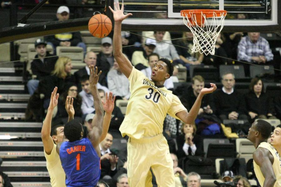 Damian+Jones+%2830%29+blocks+a+shot+during+the+first+half+of+Vanderbilt%27s+matchup+against+the+Florida+Gators+at+Memorial+Gym+February+3%2C+2015.