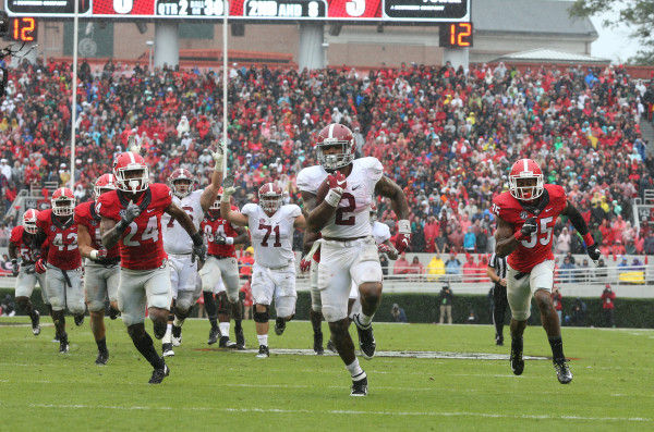 Derrick Henry runs for a touchdown against Georgia on October 3, 2015 (Kent Gidley - University of Alabama Athletics)