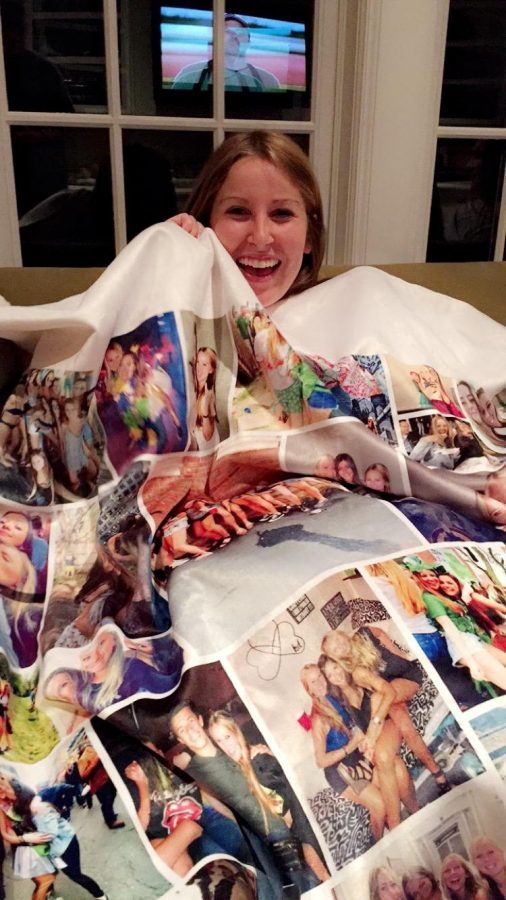 Shelly+Feldman%27s+friends+from+Vanderbilt+made+her+a+blanket+filled+with+pictures+of+their+memories+together.