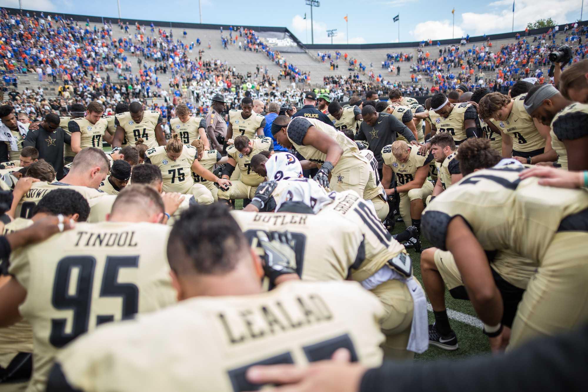 Team prayer as the Florida Gators defeated Vanderbilt 13-6 October 1, 2016 at Vanderbilt Stadium. (Ziyi Liu)