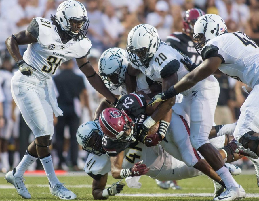 Zach+Cunningham+%2841%29+makes+a+tackle+as+Vanderbilt+lost+against+the+South+Carolina+Gamecocks+13-10+at+Vanderbilt+Stadium+September+1%2C+2016.