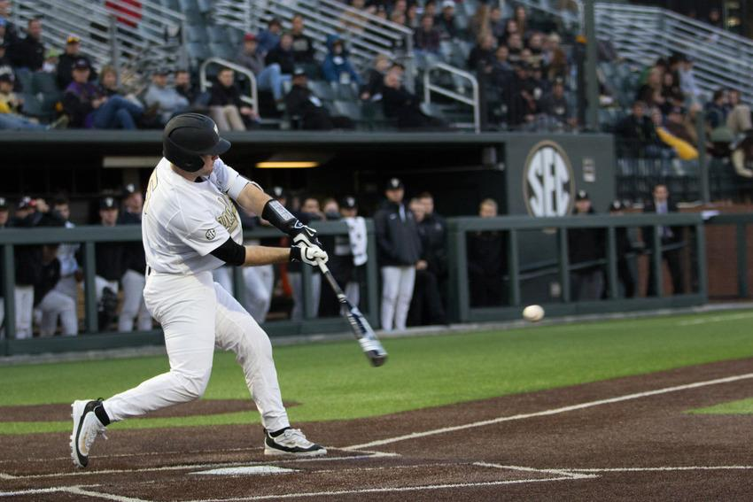 Three thoughts: Commodores start series by blowing lead to Florida