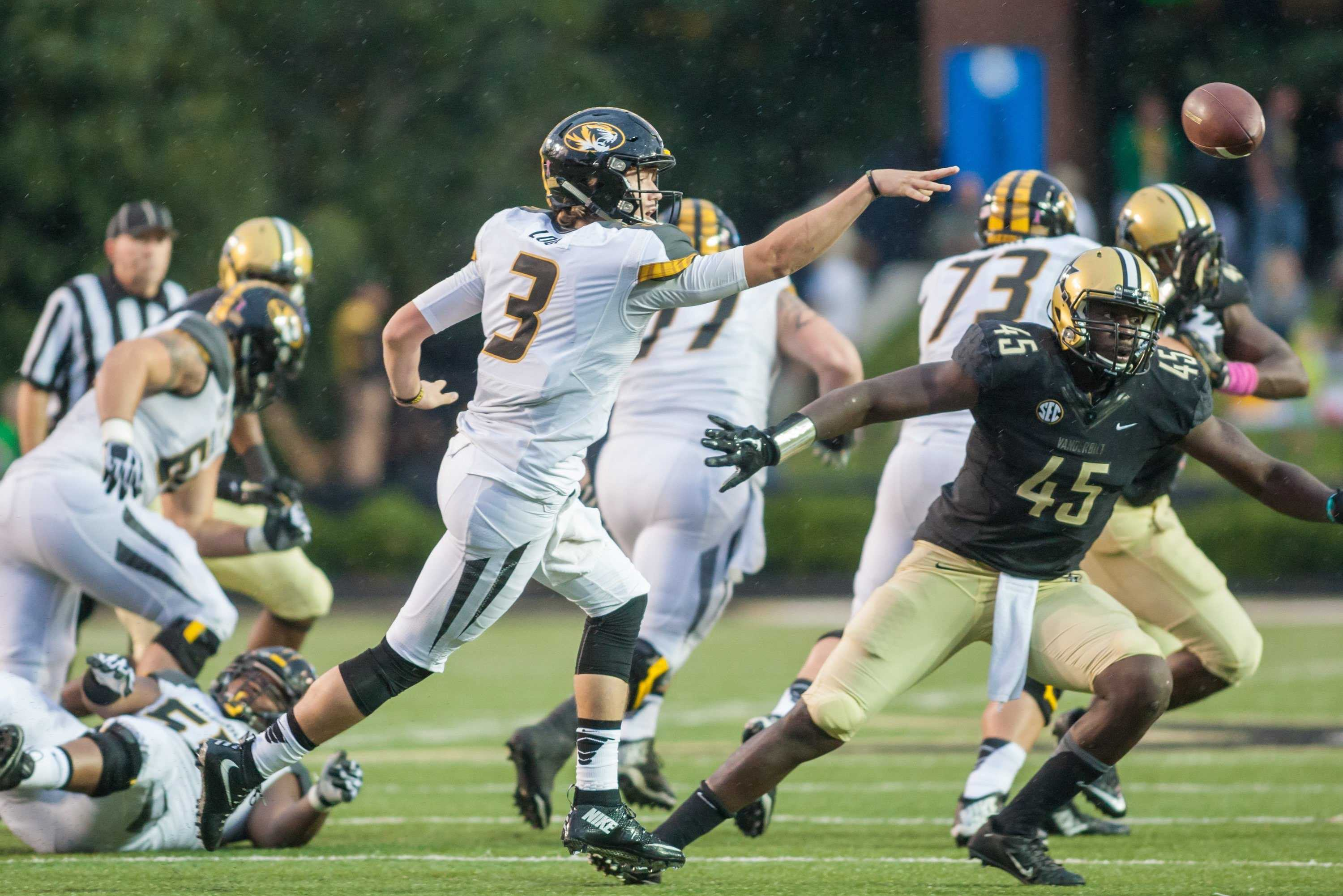Drew Lock as Vanderbilt picked up its first SEC win under Coach Mason 10-3 at Vanderbilt Stadium October 24, 2015. Photo by Ziyi Liu.