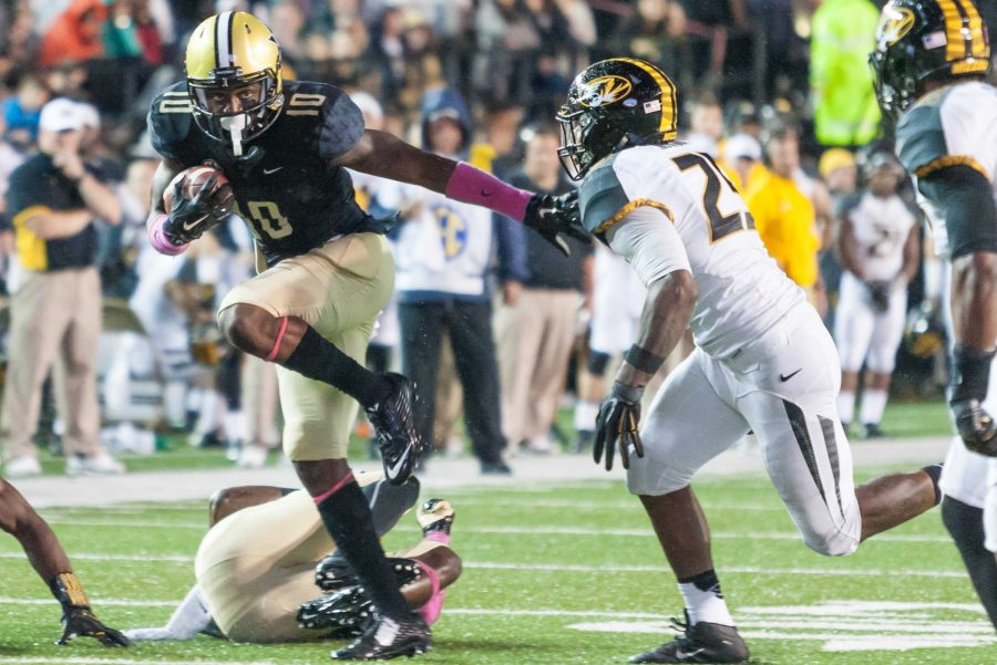 Trent Sherfield (10) strikes a Heisman Pose as Vanderbilt picked up its first SEC win under Coach Mason 10-3 at Vanderbilt Stadium October 24, 2015. (Hustler Multimedia/Ziyi Liu)