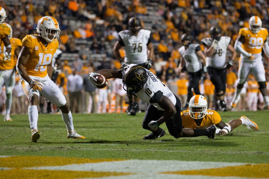 Vanderbilt+plays+at+Tennessee+on+Saturday%2C+November+25%2C+2017.+The+Commodores+won+42-24.+%28Photo+by+Claire+Barnett%29