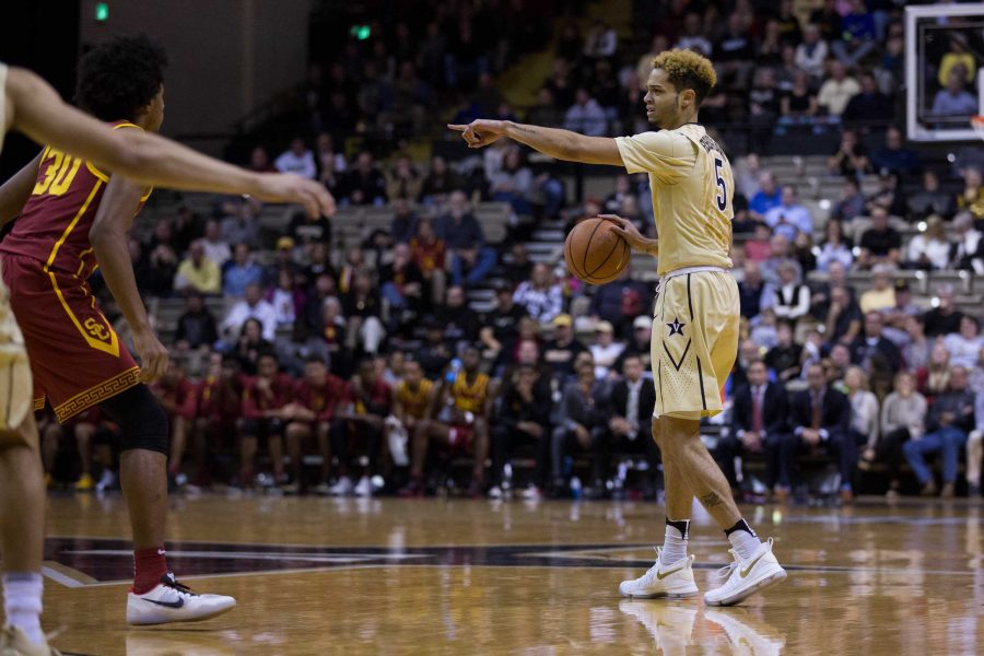 Vanderbilt+plays+the+University+of+Southern+California+in+basketball+on+Sunday%2C+November+19%2C+2017.+%28Photo+by+Claire+Barnett%29