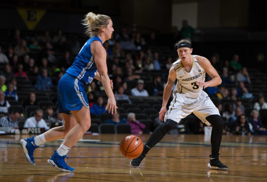 The+Vanderbilt+Women%27s+basketball+team+faces+off+against+MTSU+on+Friday%2C+November+10%2C+2017.+Photo+by+Hunter+Long.+