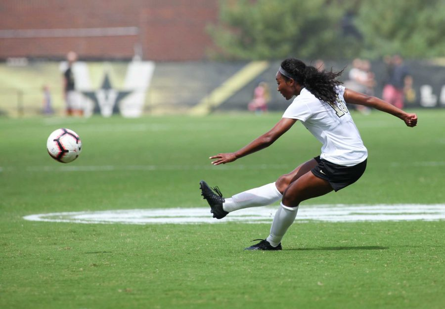 Vanderbilt+Soccer%27s+Nia+Dorsey+sends+a+freekick+into+the+box+against+North+Alabama.+Photo+by+Mattigan+Kelly