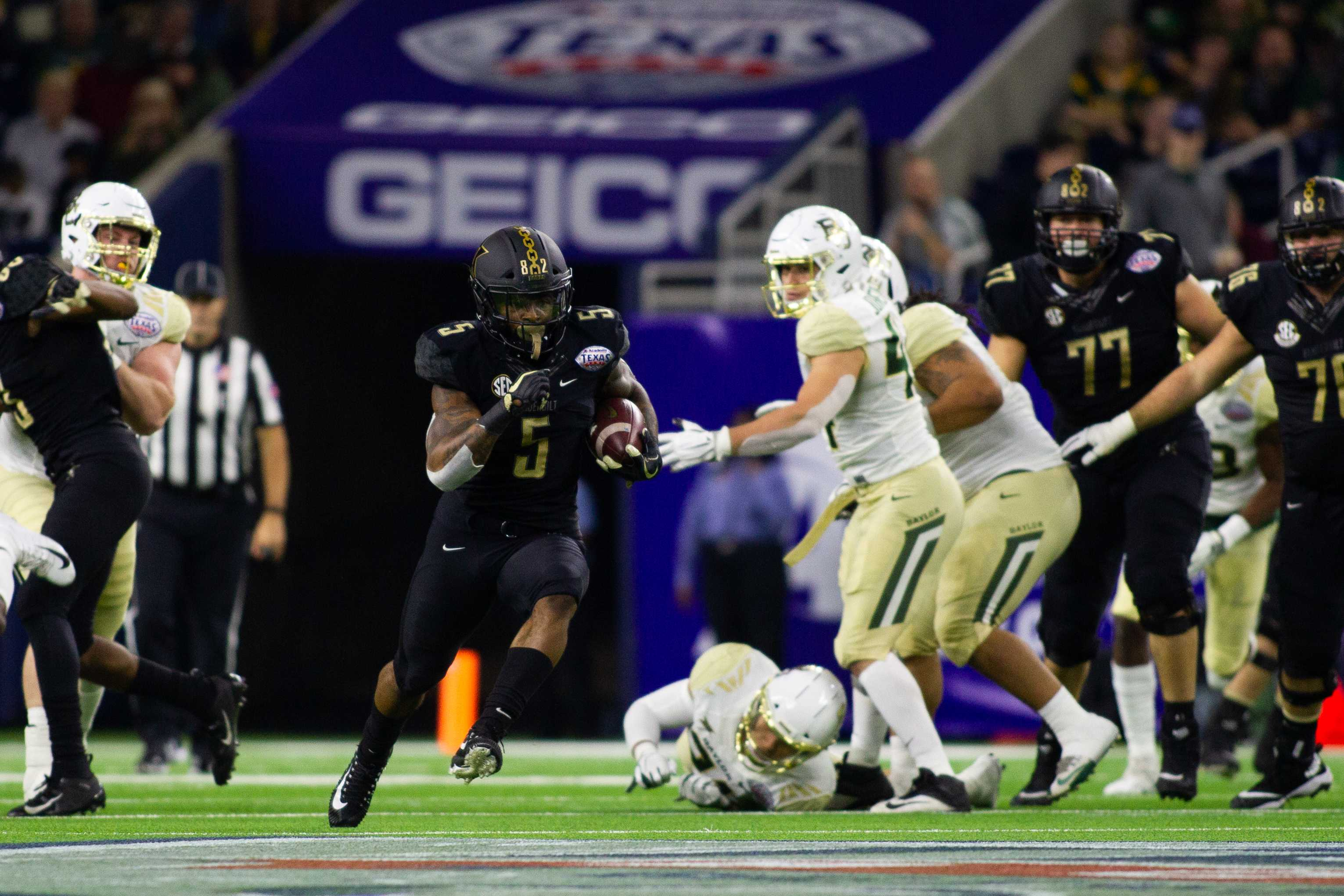 Ke'Shawn Vaughn scrambles for a touchdown in Vanderbilt's 45-38 loss to Baylor in the Texas Bowl.  (Photo by Hunter Long.)