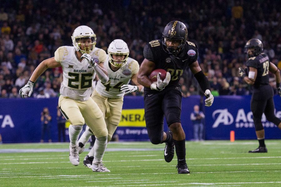 Vanderbilt+plays+Baylor+in+the+Texas+Bowl+at+NRG+Stadium+in+Houston%2C+Texas+on+Thursday%2C+December+27%2C+2018.+%28Photo+by+Claire+Barnett%29