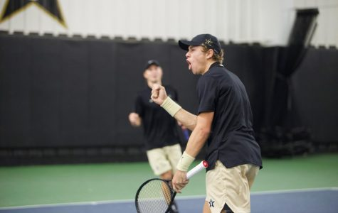 Vanderbilt Men's Tennis loses tight match to Kentucky