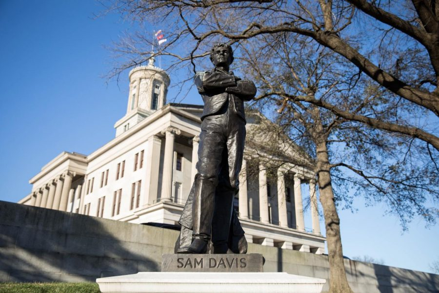 A+statue+of+Sam+Davis%2C+the+so-called+%22Boy+Hero+of+the+Confederacy%22%2C+stands+in+front+of+the+Tennessee+State+Capitol.+Photo+by+Emily+Gon%C3%A7alves+%2F%2F+The+Vanderbilt+Hustler