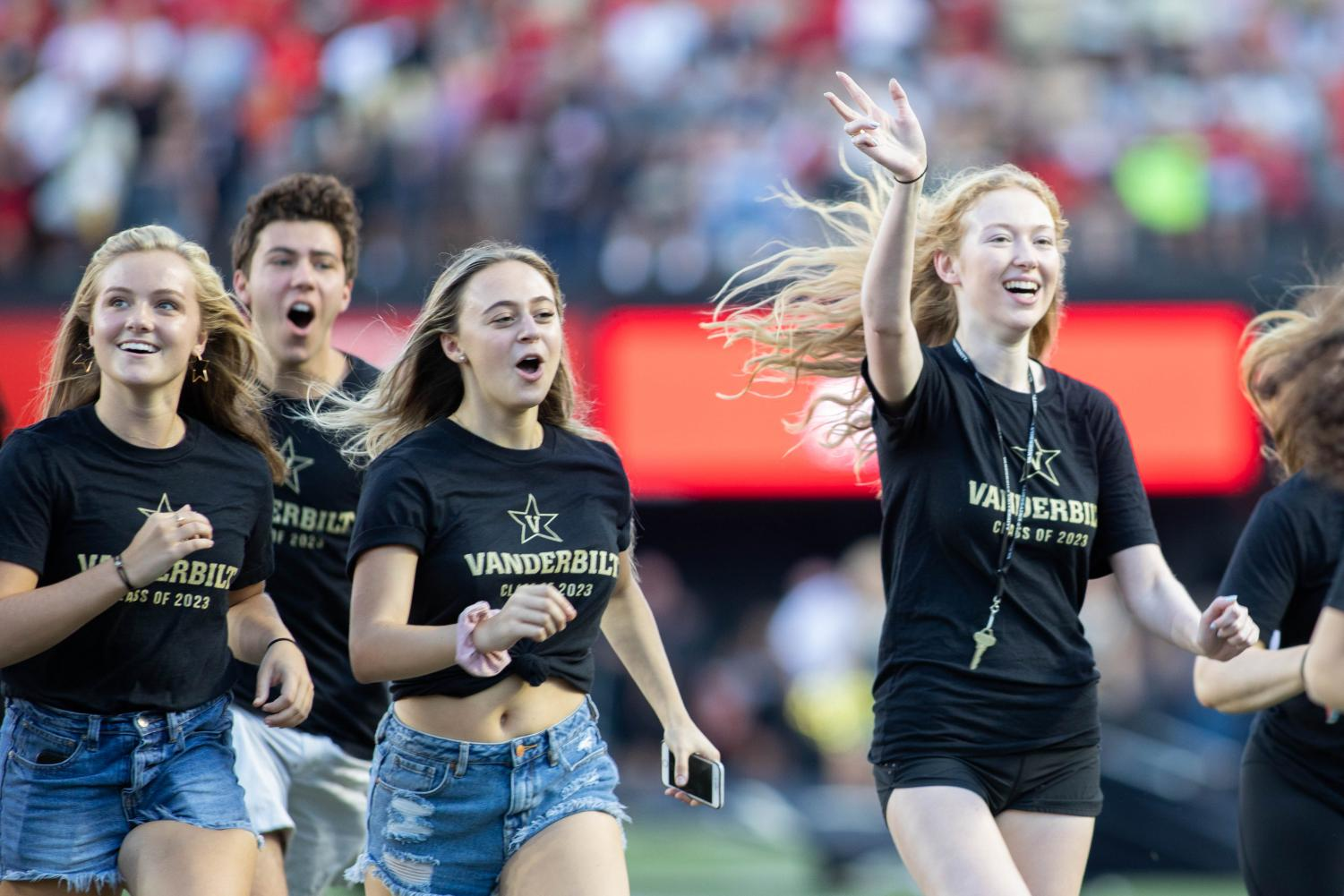 New+students+run+across+the+football+field+for+Anchor+Dash+2019+on+Saturday%2C+Aug.+31.+%28Photo+by+Emily+Gon%C3%A7alves%29