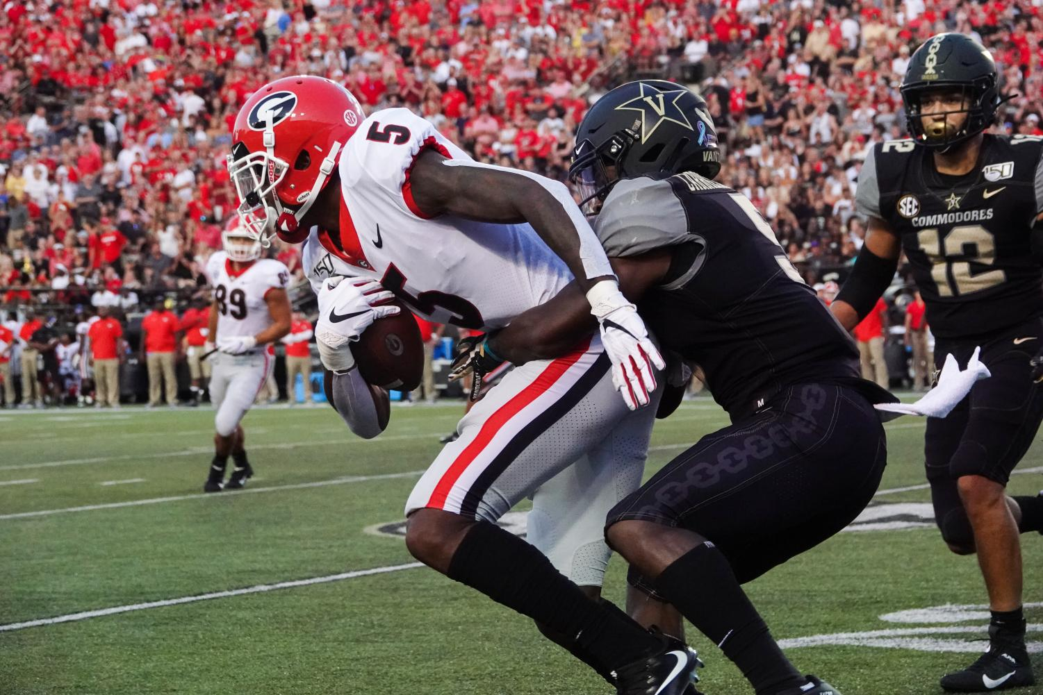 DC+Williams+holds+back+a+Georgia+player.+%28Photo+by+Mattigan+Kelly%29