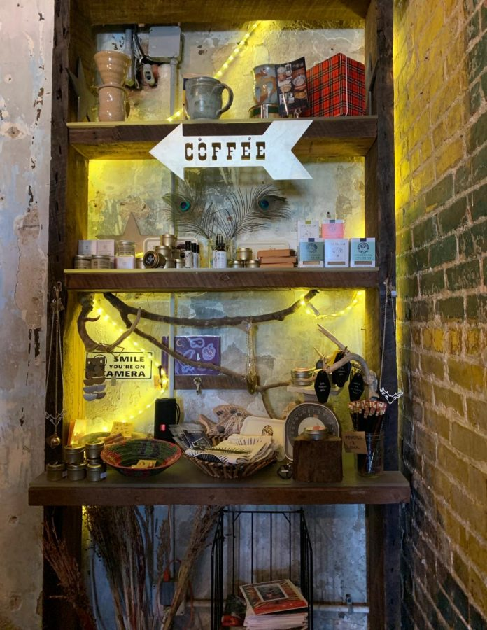 Knick-nacks+lined+the+shelves+of+this+local+coffee+shop.+Photo+by+Hannah+Haecker