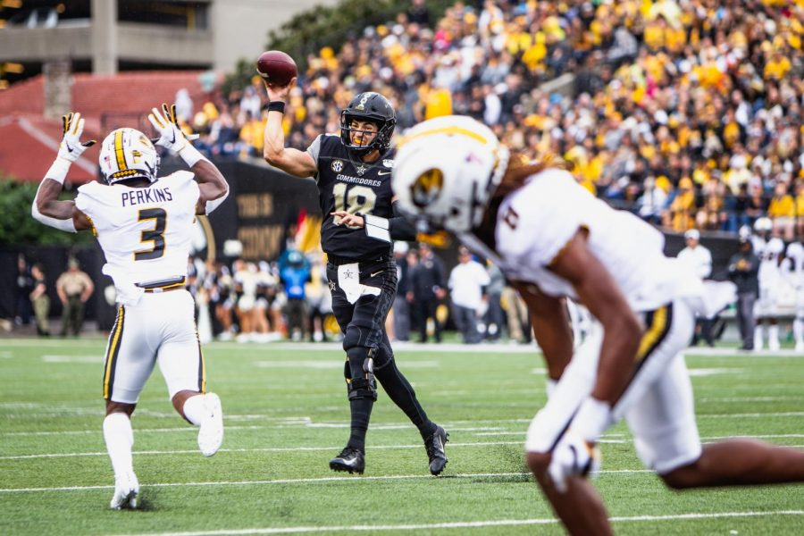 Mo+Hasan+completed+7%2F11+passes+for+120+yards+and+a+touchdown+in+his+first+start+for+Vanderbilt.+%28Photo+by+Hunter+Long%29