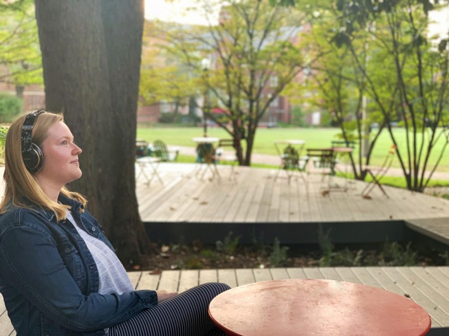 Like many students, first-year Alexa White enjoys listening to music. However, listening to songs repeatedly can result in earworms. (Photo courtesy Fiona Wu)