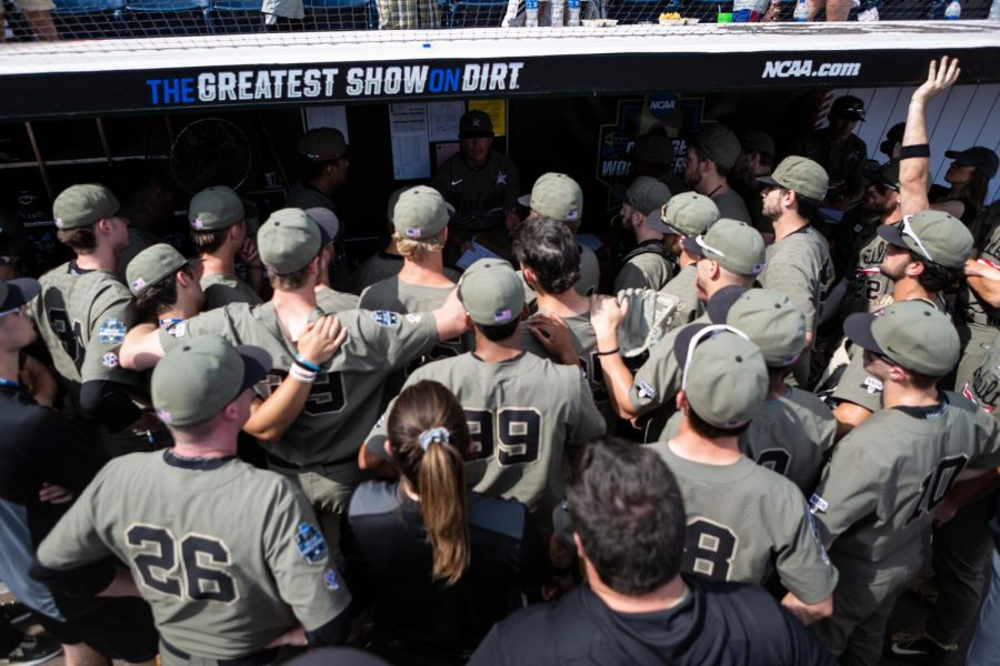 Vanderbilt huddles around head coach Tim Corbin after a victory over Louisville in the College World Series. (Photo by Hunter Long)