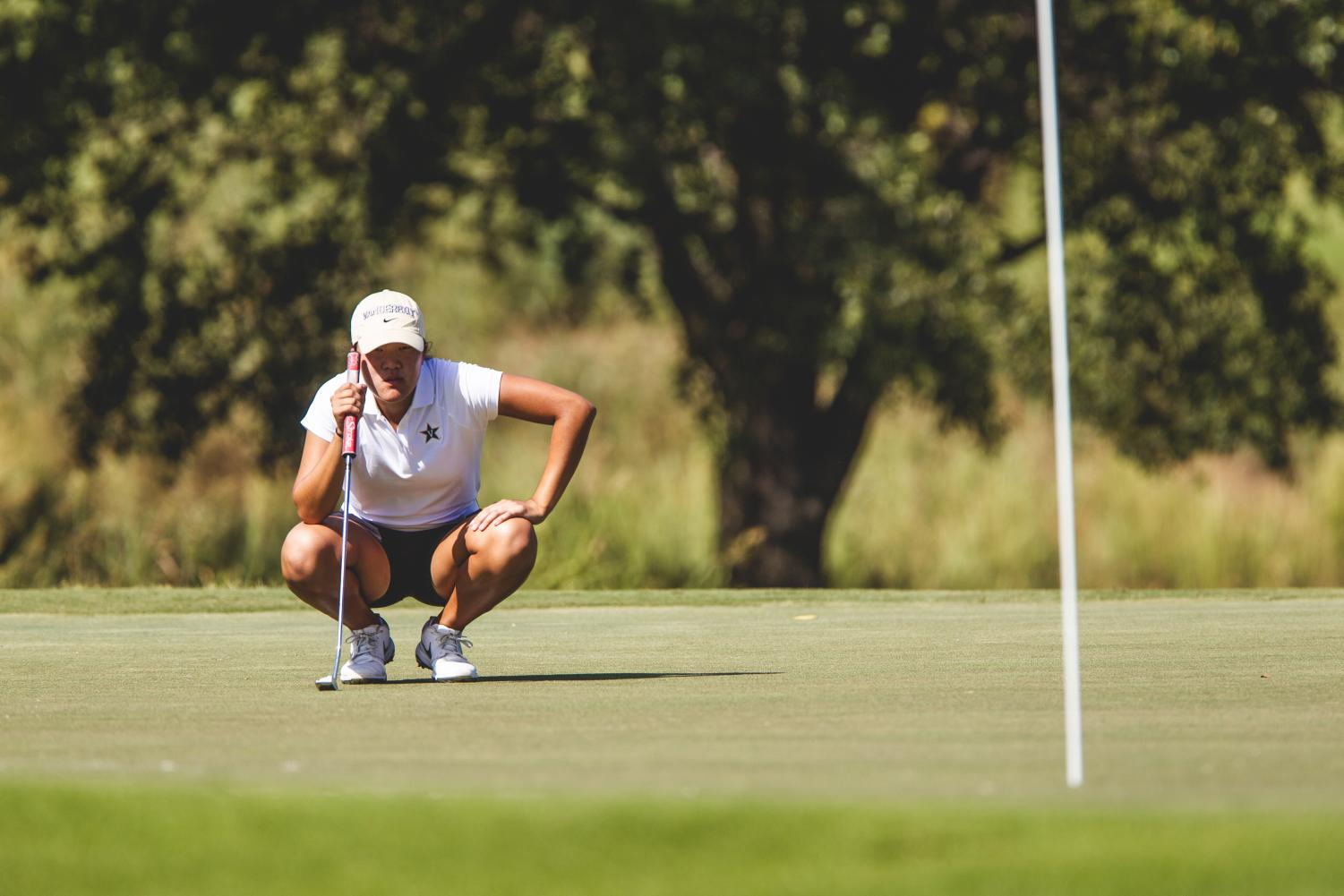 Auston Kim lines up at putt at the Mason Rudolph Championships on September 21, 2019.