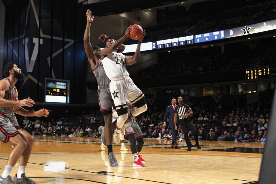 Aaron+Nesmith+finishes+through+traffic+in+Vanderbilt%27s+90-72+win+over+Austin+Peay.