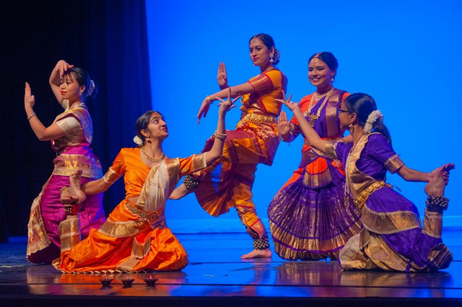 Students+perform+in+SACE%27s+annual+Diwali+Showcase+on+Saturday%2C+November+9%2C+2019.+