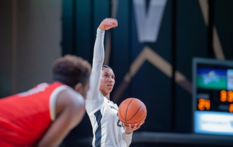 Vanderbilt forward Autumn Newby week-to-week with knee sprain