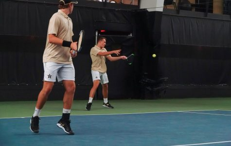 Vanderbilt Men's Tennis drops close match to Harvard 4-3, rebounds against Tennessee State 7-0 to split double-header