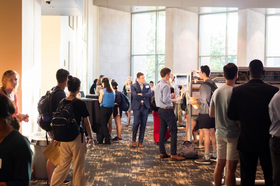 Students+gather+at+the+September+2019+Vanderbilt+Research+Fair+to+share+what+they+learned+through+Vanderbilt+University%27s+Summer+Research+Program+%28VUSRP%29.+Similar+in-person+events+will+come+with+plenty+more+restrictions+in+the+fall+as+per+the+university%27s+July+17+update+on+%22gatherings.%22
