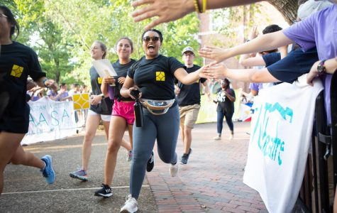 The class of 2023 participated in a traditional Founder's Walk, as they explored campus with their new friends and were welcomed by student organizations. (Hustler Multimedia/Hunter Long)