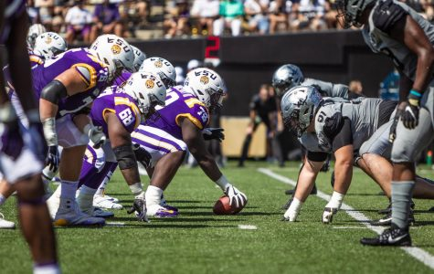 Drew Birchmeier (91) lines up on the defensive line against LSU in 2019. (Hustler Multimedia/Hunter Long)