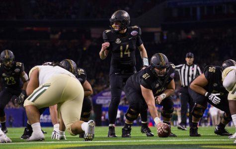 Bruno Reagan (61) prepares to snap the ball to Kyle Shurmur in the 2018 Texas Bowl. (Hustler Multimedia/Claire Barnett)