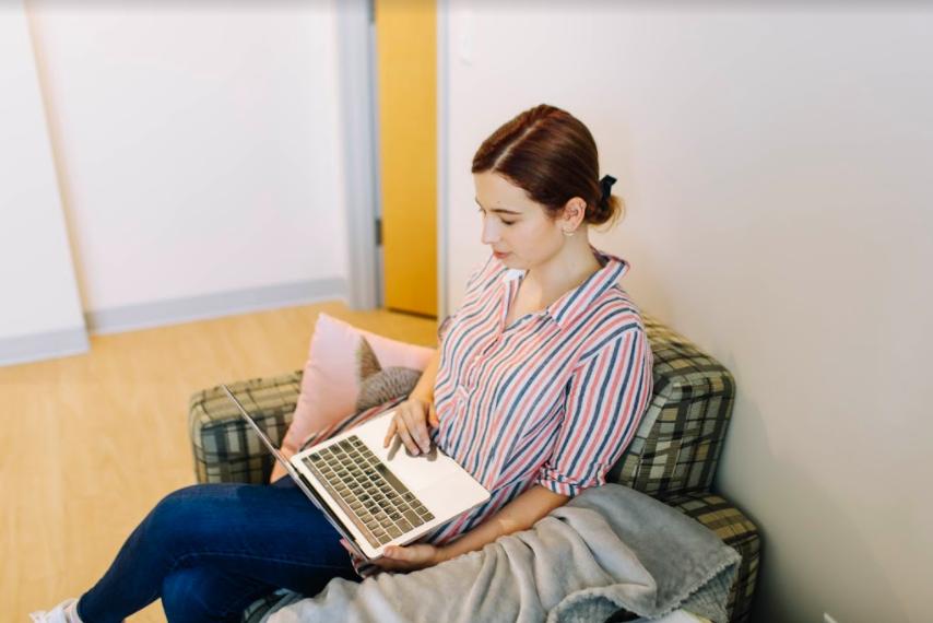 A student studies remotely safely. (Hustler Multimedia/Emery Little)
