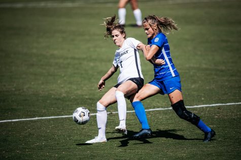 Haley Hopkins faces off against a Kentucky defender in their 3-2 victory and season opener on Sunday, September 20, 2020. (Vanderbilt Athletics // Hunter Long)
