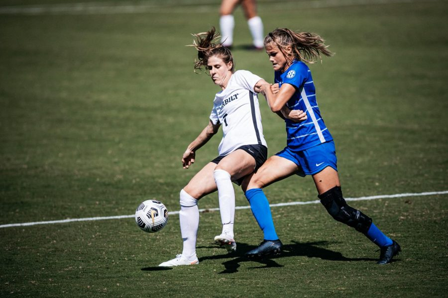 Haley+Hopkins+faces+off+against+a+Kentucky+defender+in+their+3-2+victory+and+season+opener+on+Sunday%2C+September+20%2C+2020.+%28Vanderbilt+Athletics+%2F%2F+Hunter+Long%29