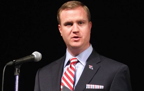 Tommy McClelland addressing an audience as athletic director of Louisiana Tech. (Crescent City Sports/Jude Young)
