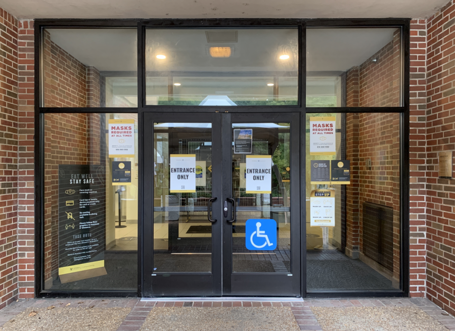 Rand Dining Center has locked down, and a flyer has been posted on an entrance door to notify students of its closure. (Hustler Staff/Jonathan Liu)