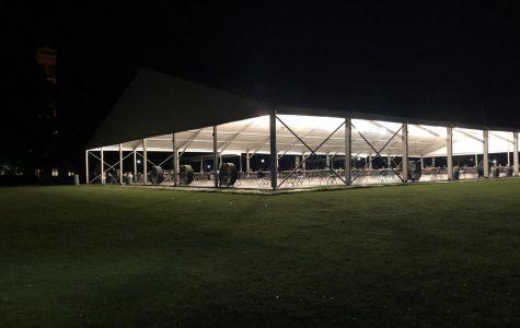 Dining Tent, set up by Vanderbilt administration, on Alumni Lawn on Sept. 6, 2020. (Hustler Staff/Jessica Barker)