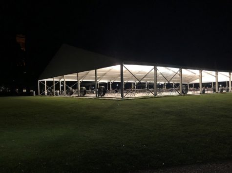 Dining Tent, set up by Vanderbilt administration, on Alumni Lawn on Sept. 6, 2020. (Hustler Staff/Jessica Barker)