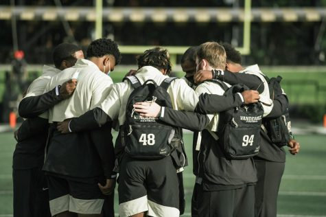 The Commodores huddle before they head to the locker room to dress against Florida on Nov. 22, 2020. (Hustler Multimedia/Truman McDaniel)