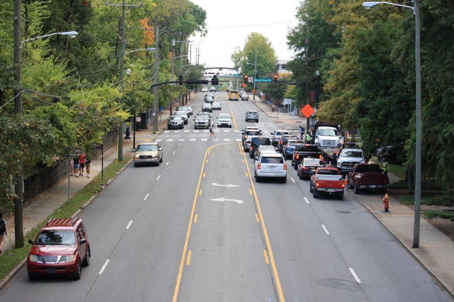 Transit and vehicles along Edgehill Avenue Oct. 12 (Hustler Multimedia/Josh Rehders)