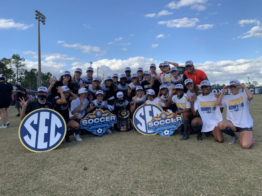 The Vanderbilt Commodores celebrate their first SEC Tournament title since 1994. (Twitter/@VandySoccer)