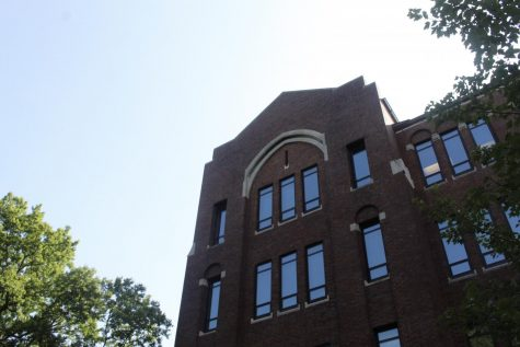 Calhoun Hall on a sunny day, photographed on Sept. 11, 2020. (Hustler Multimedia/Geena Han)