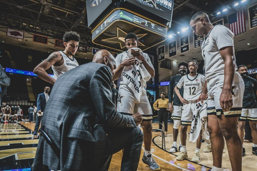 Jerry Stackhouse addresses his team during a timeout in Vanderbilt's 84-81 loss to Mississippi State. (Hustler Multimedia/Truman McDaniel)