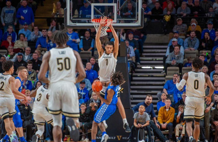 Disu goes up for a block in a game against Kentucky in 2020. (Hustler Multimedia/Hunter Long).