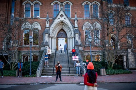 Vanderbilt students assembled at The Kirkland Administrative Building on Tuesday, Feb 23, 2021. (Hustler Multimedia/Hunter Long)