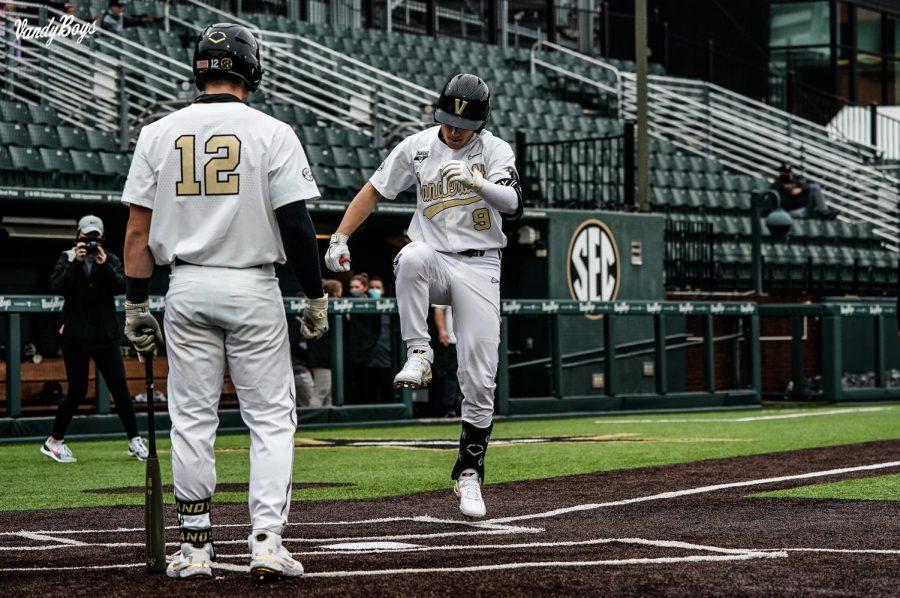 Dominic Keegan hits a home run against Georgia State. (Twitter/@VandyBoys)