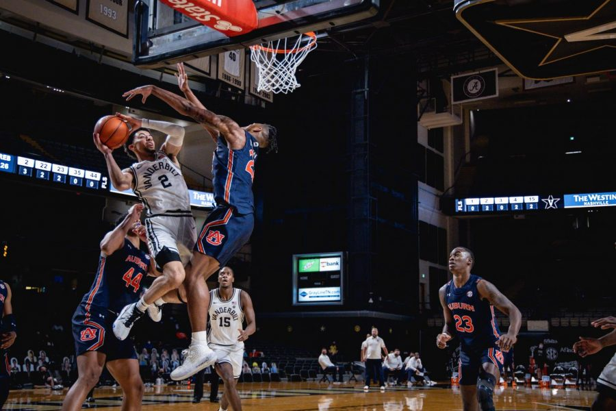 Scotty Pippen Jr. fights for a contested layup in Vanderbilt's loss to Auburn. (Hustler Multimedia/Truman McDaniel)