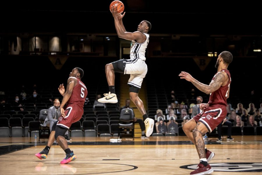 Max Evans rises up for a layup in Vanderbilt's win over South Carolina. (Hustler Multimedia/Hunter Long).