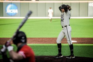 Vanderbilt dominates Western Kentucky in 12-1 win