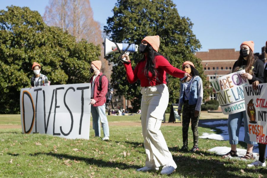 Vanderbilt students assemble on Library Lawn on Tuesday, Feb. 19, 2021, calling for the Vanderbilt administration to divest from fossil fuels, a chief contributor to climate change.  (Hustler Multimedia/Emery Little)